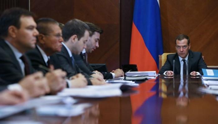 Медведев обсуждает систему электронного правительства