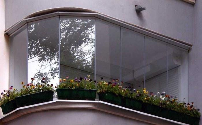 balkon-bezramnoe