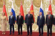 Путин вместо ЧМ привез верхушку России на встречу с Лукашенко