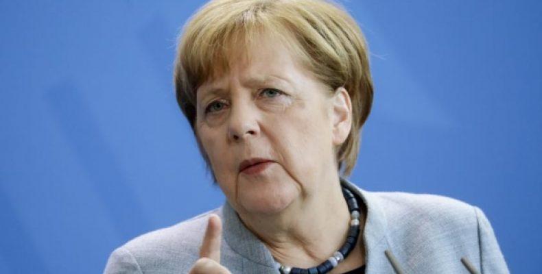 Меркель грудью встала за украинский транзит