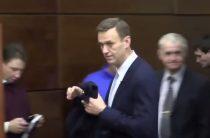 Изображая жертву: секретный смысл игры Навального