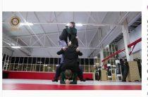 Кадыров посадил на спину четырех человек и «уделал» Емельяненко