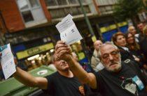 Свирепство полиции против народа: жители Каталонии пришли на запрещенный референдум