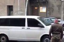 Похищение Саакашвили: 25 автоматчиков тащили опального политика по лестнице ресторана