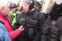 Митингующие разбили палатки в Киеве, с бойцами батальонов оттеснив Нацгвардию