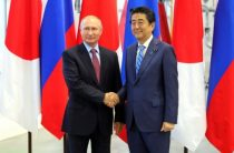 Премьера Японии допросят после разговора с Путиным