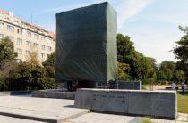 Власти Праги повторно осквернили памятник освободителю Чехии