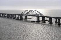 Киев одарит крымчан водой в канистрах на границе с полуостровом