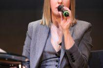 Собчак ответила на «валентинку» Суркова, попеняв на «эрегированное мужское эго»