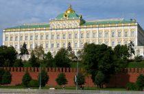 «Жить стало лучше»: Кремль требует позитивных новостей от крупных компаний
