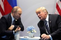 Трамп просит Путина о помощи