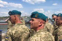 Примерили голубое: зачем Порошенко переодел морскую пехоту Украины