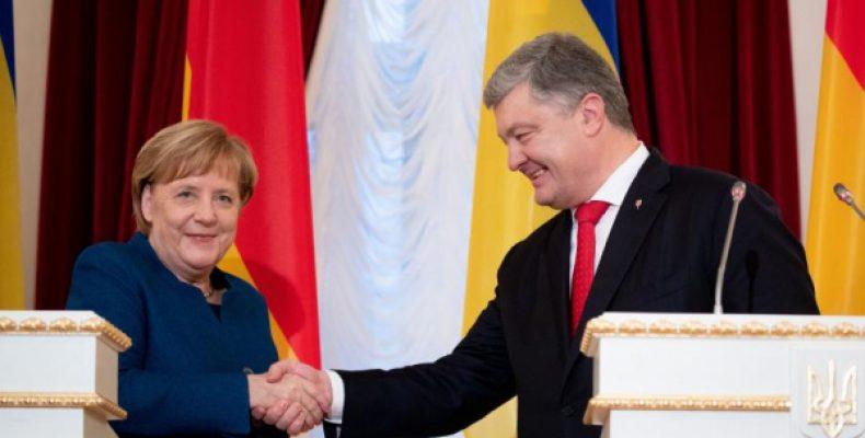 Порошенко попросит у Меркель убежища
