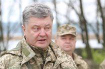 Порошенко ввел военное положение на Украине