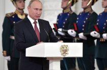 Путин задумался о будущем в обществе моделей и звезд шоу-бизнеса