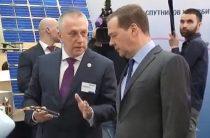 Печально известный Андрей Вавилов всучил Медведеву «планшет богача»
