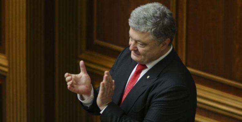 Полупустой концерт в поддержку «пленников в Крыму» растрогал Порошенко