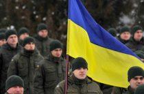 Украинцы выставили у памятника красноармейцам караул в форме солдат Рейха