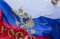 «В землю закопаю!»: украинец напал на туристов с российским флагом