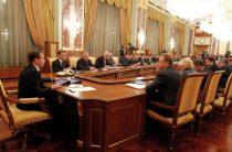 Медведев решил пересмотреть закон о материнском капитале