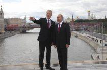 «Спасибо вам от всех москвичей»: довольный Путин прогулялся по «Зарядью»