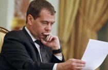 Медведев и Ли Кэцян посетят Эрмитаж