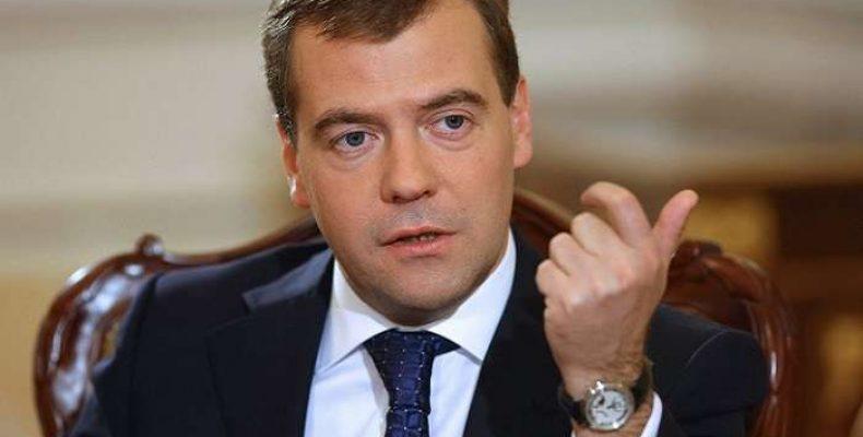 Медведев потребовал привести города в порядок