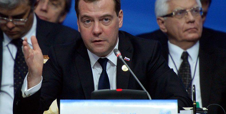 Медведев уважает выбор американцев