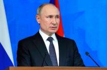 Путин попросил оставить Конституцию в покое