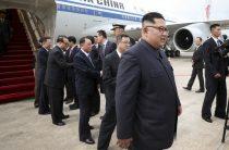 Ким Чен Ын прилетел в Сингапур с едой и оружием