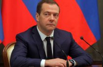 Медведев поручил провести переговоры об авиасообщении с Египтом