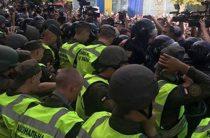 Одесскую мэрию взяли штурмом: радикалы сорвали сессию Горсовета