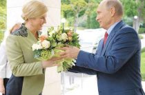 Путин встретился со звездой Интернета, чьи пляжные фото оказались фейком