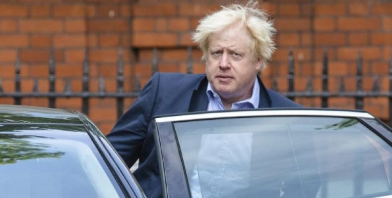 Уволенный Борис Джонсон никак не покинет резиденцию МИД