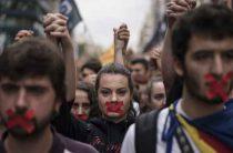 Каталония скатилась к независимости: между миром и гражданской войной