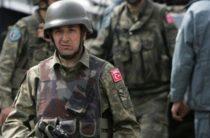 Турецкие военные покинули учения НАТО после скандала с фото Эрдогана