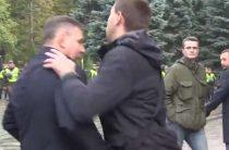 Тварина, за Иловайск ответишь: депутат Парасюк подрался с главой госохраны