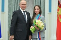 Алина Загитова в Кремле поклонилась Путину в пояс