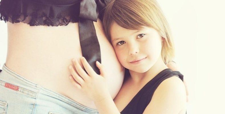 Британцы попросили ООН отказаться от термина «беременная женщина» ради трансгендеров