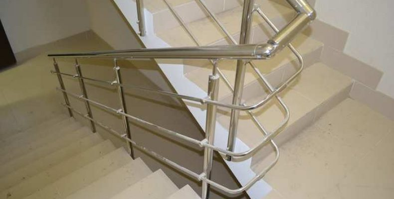 Виды лестничных перил в современном интерьере.